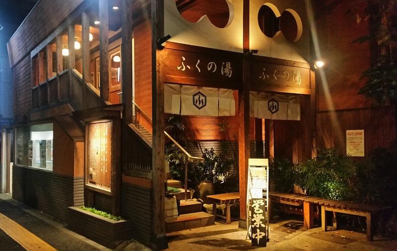 和風モダンなデザインに目を惹かれる入口